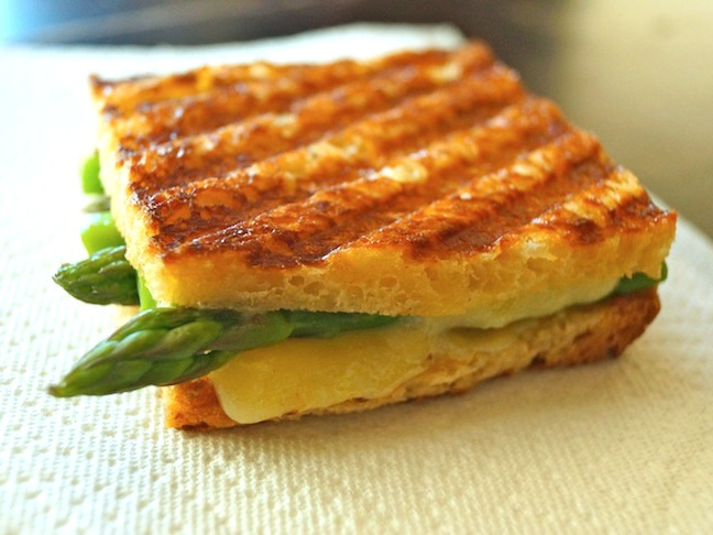 sandwich-grilled cheese-asparagus-white-paper towel