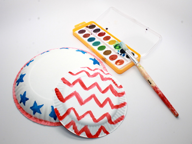 How to Make Fourth of July Paper Plate Bowls; momtastic.com
