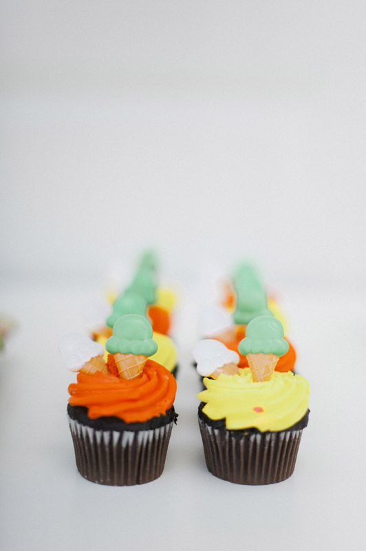 chocolate-cupcakes-orange-frosting-yellow-ice-cream-toppers