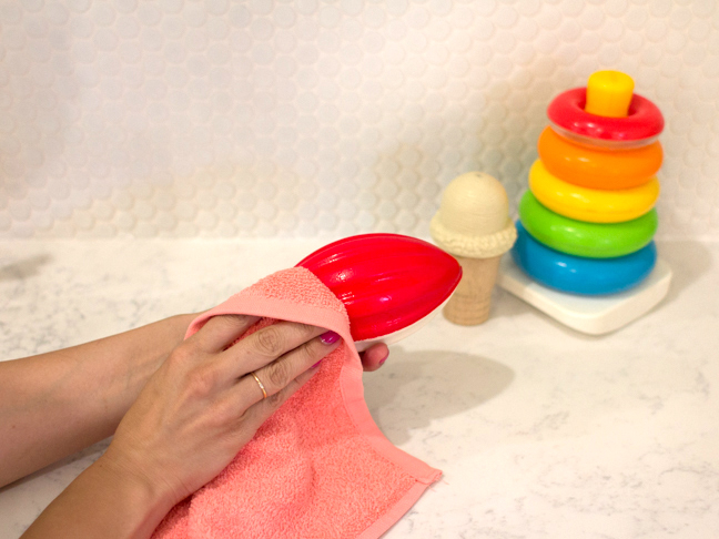 wiping-childrens-toys-clean