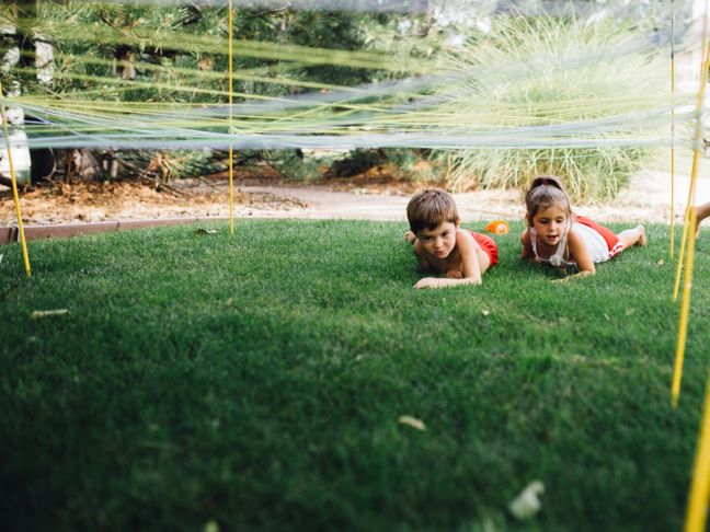 diy-obstacle-course-for-kids-army-crawl