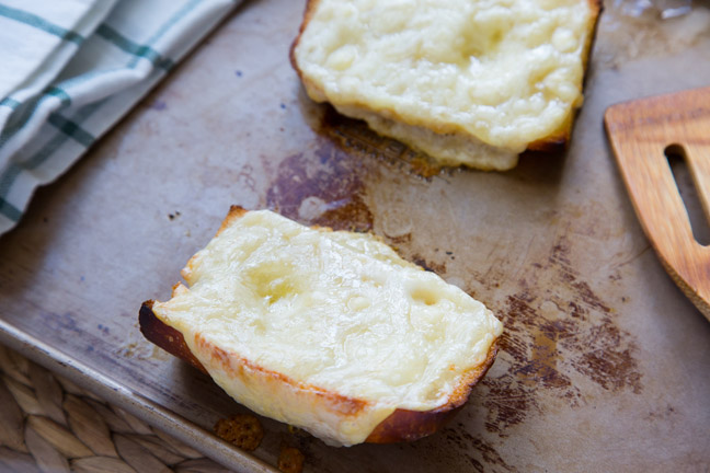 quick-french-Onion-Soup-toasting-bread