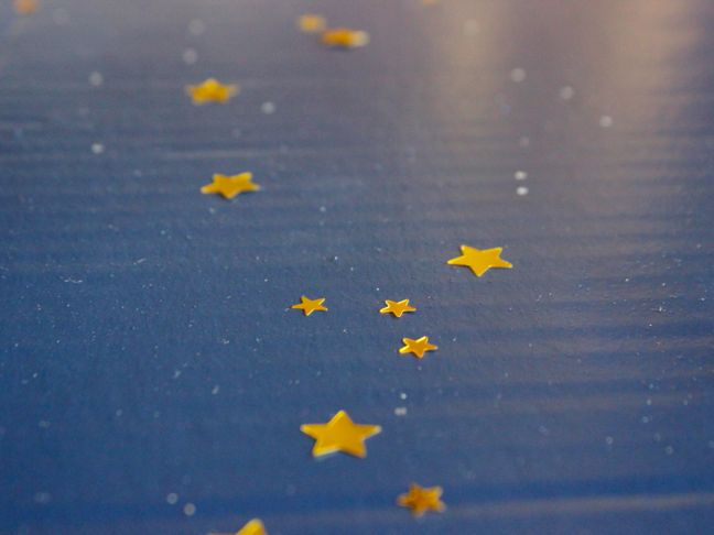 glue-with-gold-stars