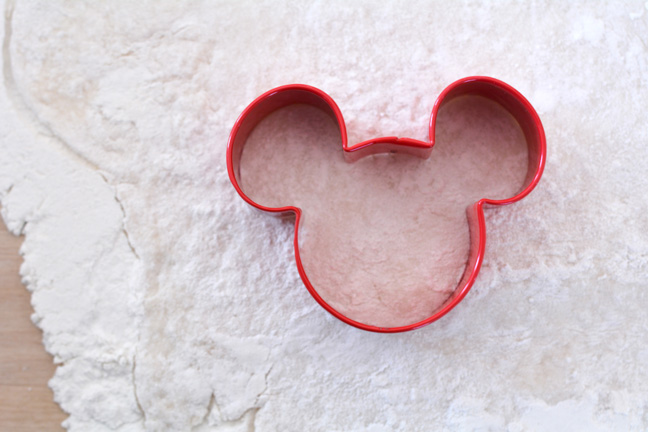 mickey-mouse-beignets-recipe-2