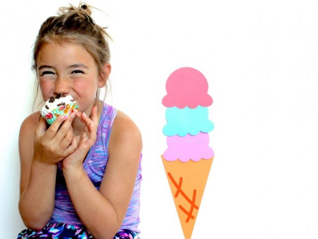 girl-eating-ice-cream-cupcakes-with-an-ice-cream-cone-backdrop