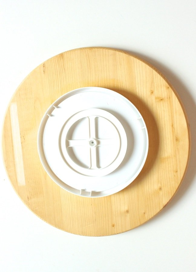 lazy-susan-on-a-round-pine