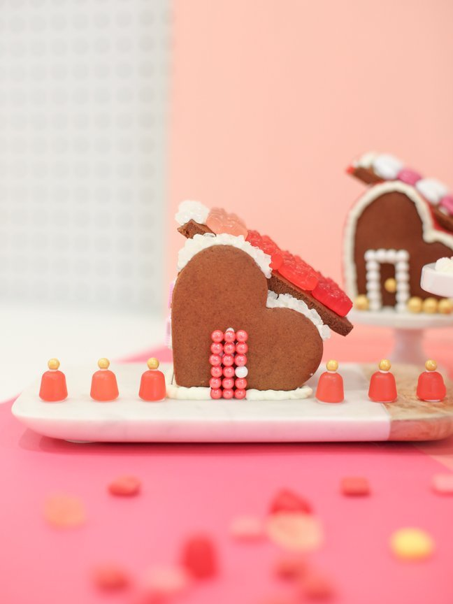 Valentine gingerbread house with pink background