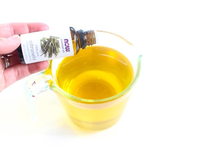 melted-wax-with-citronella-essential-oils