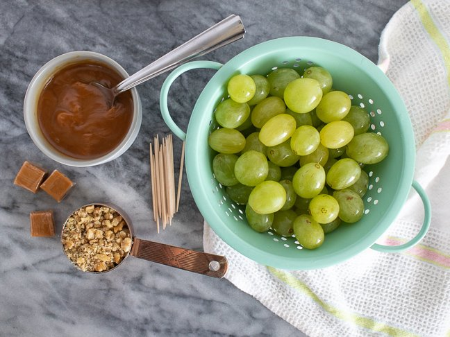 """These Easy Caramel """"Apple"""" Grapes are Deliciously Deceiving"""