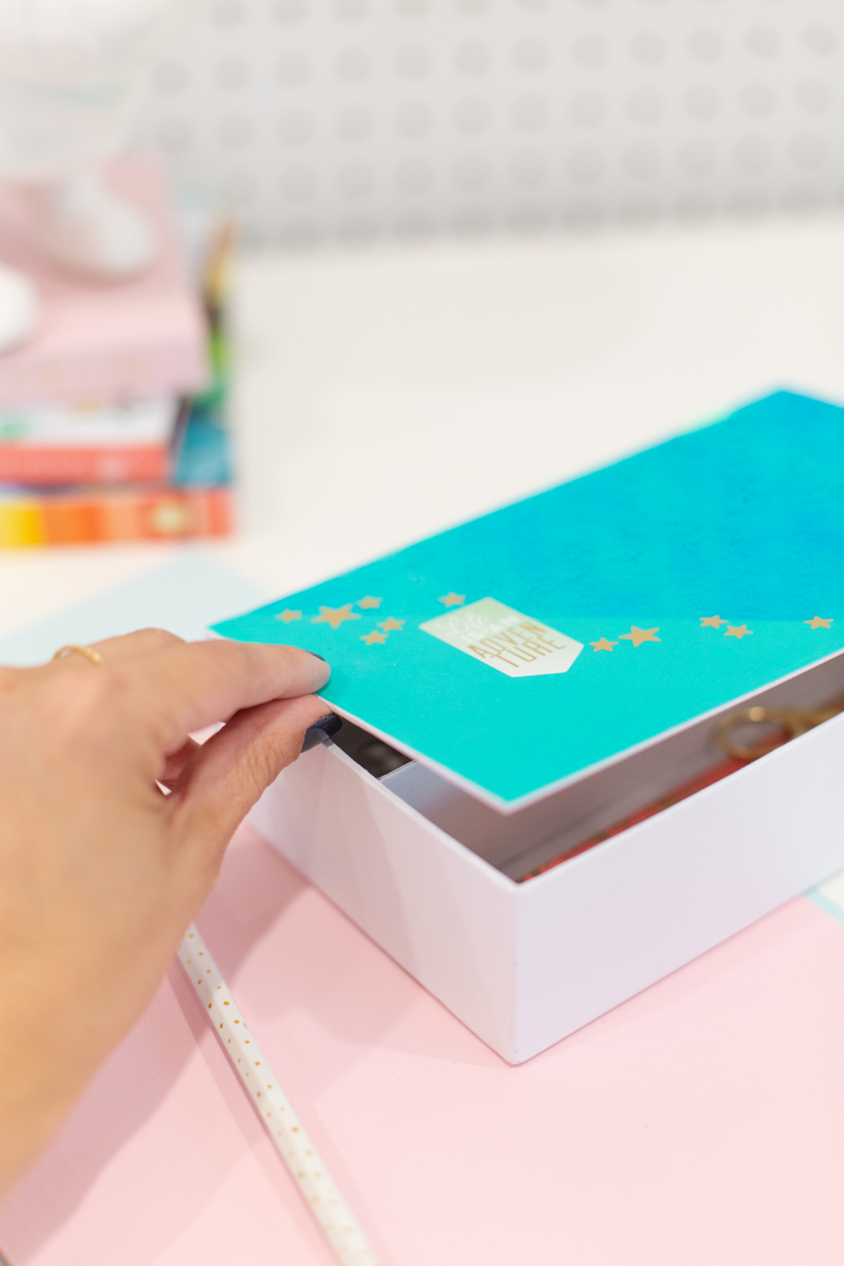 Hand opening decorated pencil box